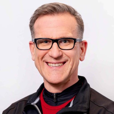Bruce Craven is an expert physiotherapist at Craven SPORT services in Saskatoon. He works closely with high performance athletes and oversees the mentorship of physiotherapists across the CSS team.